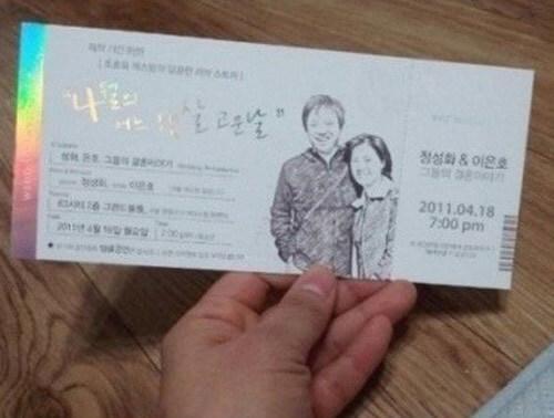 Nam diễn viên Jung Sung Hwa tạo một tấm thiệp như một chiếc vé mời đặc biệt của một sự kiện.