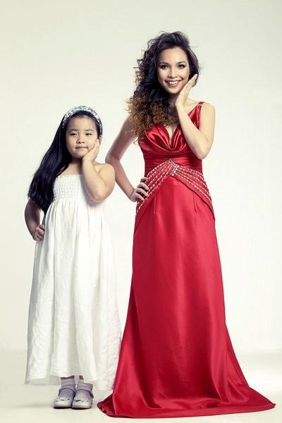 Điểm lại những người mẹ tuyệt vời của showbiz Việt
