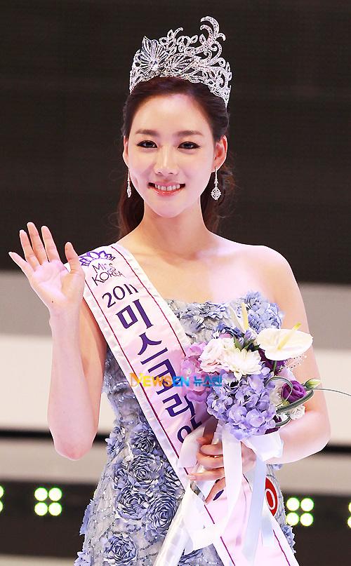 Lee Seong Hee năm nay 22 tuổi, cô là sinh viên của Parsons School of Design, New York.
