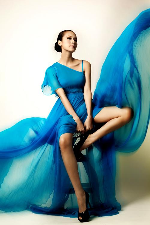 Bộ ảnh của Thái Hà do chuyên gia trang điểm Minh Lộc hỗ trợ thực hiện.