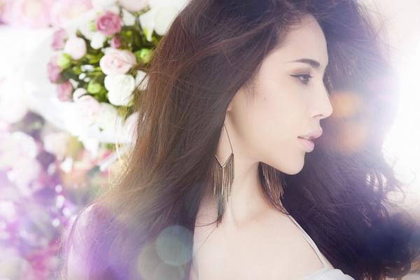 Thủy Tiên cũng khẳng định, mình là ca sĩ có doanh thu từ bản quyền kinh doanh âm nhạc như nhạc chuông, nhạc chờ cao nhất Việt Nam từ trước tới nay. Nhờ đó, cô có thêm một khoản không nhỏ để đầu tư cho âm nhạc và nhiều công việc khác.