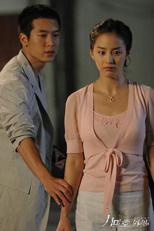 nhung-my-nam-tung-ben-canh-kim-tae-hee-1