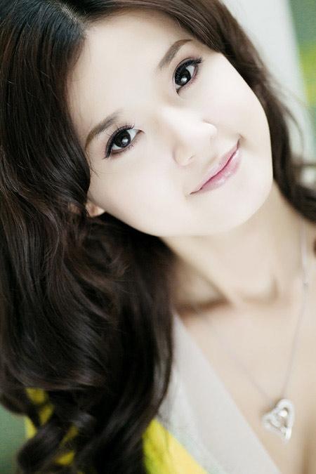 Hiện nay các chuyên gia Hàn Quốc đã cho ra đời phương pháp tạo mắt 2 mí đẹp tự nhiên mà không để lại sẹo gọi là bấm mí Hàn Quốc.