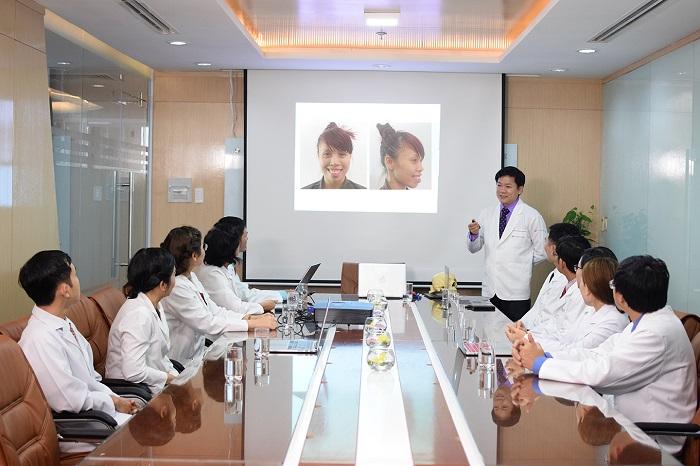 Các bác sĩ tại JW đang tiến hành hội chẩn cho trường hợp của diễn viên múa Lan Nhi
