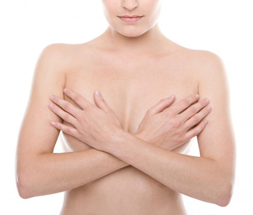 Phẫu thuật nâng ngực chảy xệ có đau không