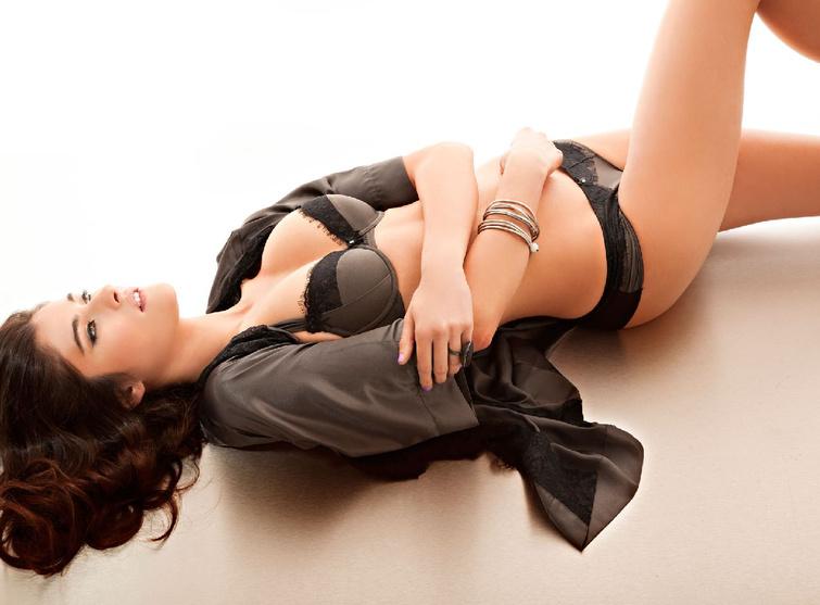 Nâng ngực nội soi đường quầng vú