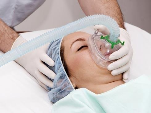 Nâng ngực nội soi gây mê hay gây tê