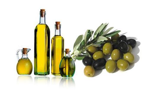 Làm căng da mặt bằng dầu oliu