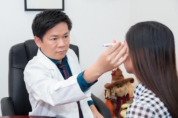Phẫu thuật thẩm mỹ bấm mí mắt