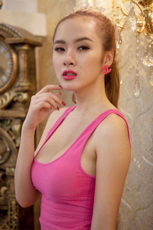 Angela Phương Trinh phẫu thuật thẩm mỹ vòng 1