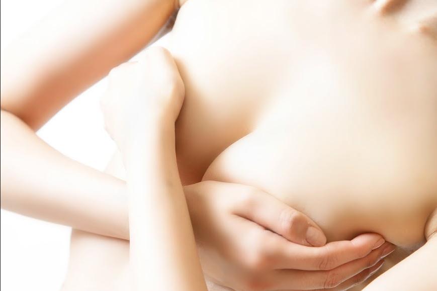 Bí quyết tự nhiên khắc phục ngực chảy xệ sau sinh