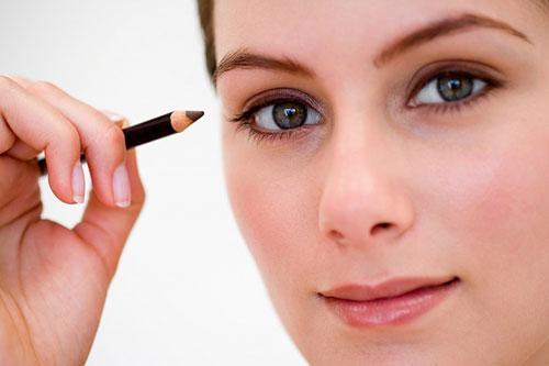 Khám phá sự kỳ diệu của cây bút chì kẻ mắt