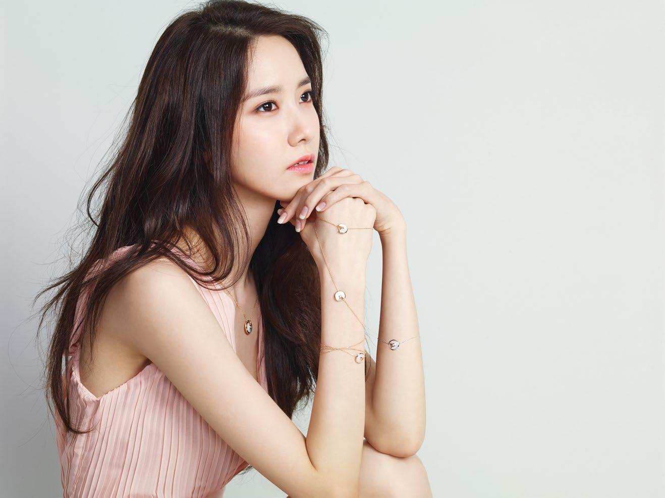 Yoona nâng mũi