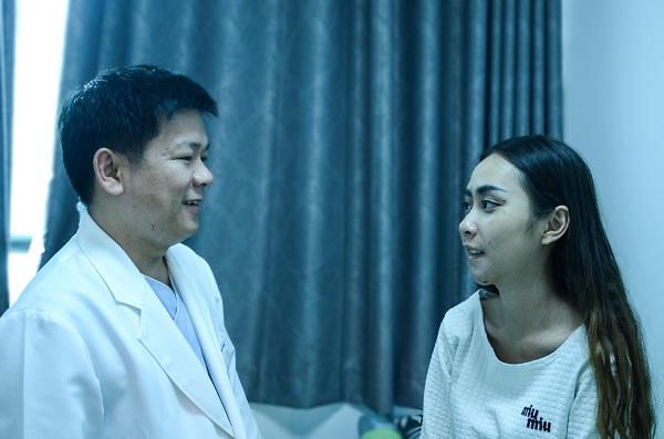 Mỗi lần đến tái khám, bác sĩ Tú Dung tận tình, tỉ mỉ kiểm tra khiến mình luôn cảm thấy rấtbiết ơn.