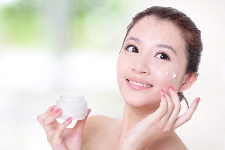 Cách chăm sóc da mặt sau khi lăn kim