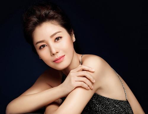 Mẹ Kim Tan thẩm mỹ