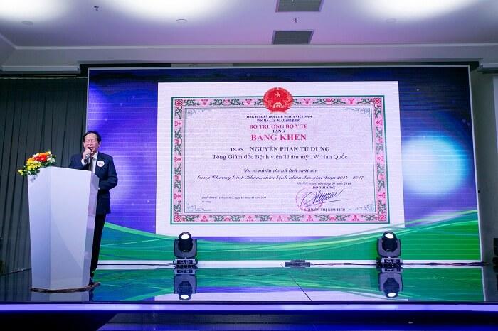 Bệnh viện thẩm mỹ JW vinh dự được Bộ Y Tế trao tặng bằng khen