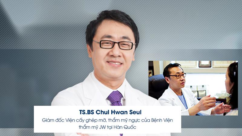 TS.BS Chul Hwan Seul - người trực tiếp chuyển giao công nghệ cấy mỡ tự thân cho các bác sĩ của bệnh viện thẩm mỹ JW Hàn Quốc tại Việt Nam.