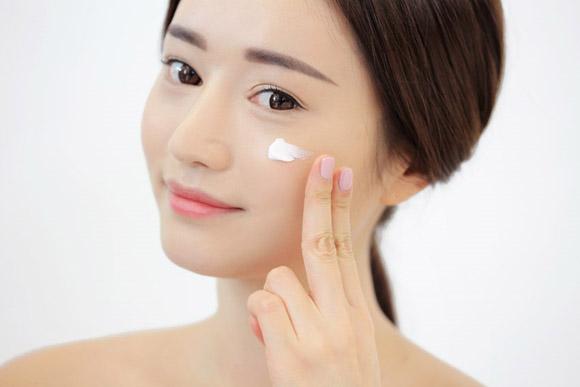 Những sai lầm nên tránh khi chăm sóc da cho mùa mưa-hình 2