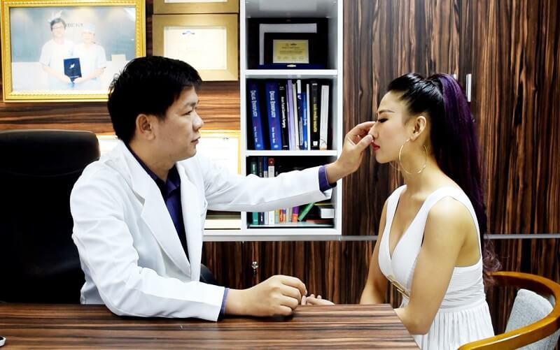 Bác sĩ sửa mũi đẹp nhất Sài Gòn - TS.BS Nguyễn Phan Tú Dung- Ảnh 2