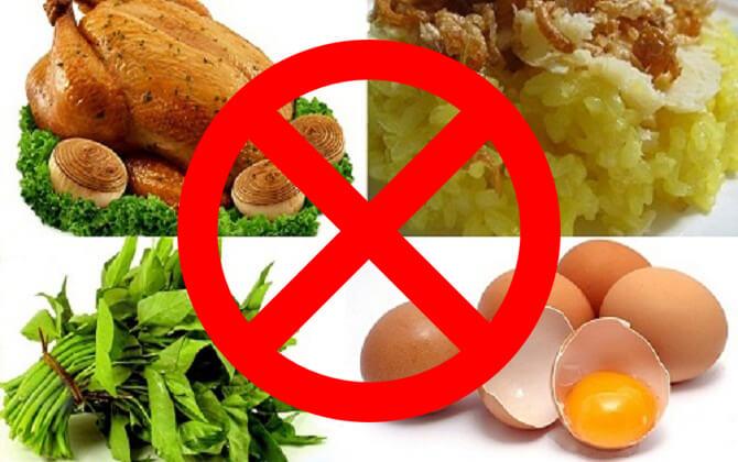 Kiêng ăn những thực phẩm dễ gây kích ứng vết thương và dễ gây sẹo sau phẫu thuật.