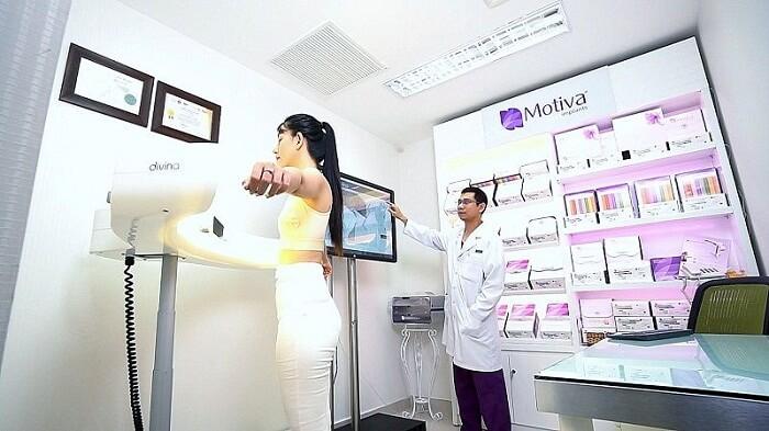 Máy phân tích toàn bộ dáng ngực cho ra kết quả trước và sau khi thẩm mỹ