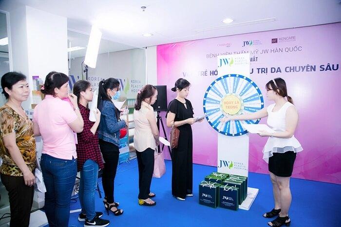 JW ra mắt Viện trẻ hóa & Điều trị da chuyên sâu thu hút hàng trăm người tham dự