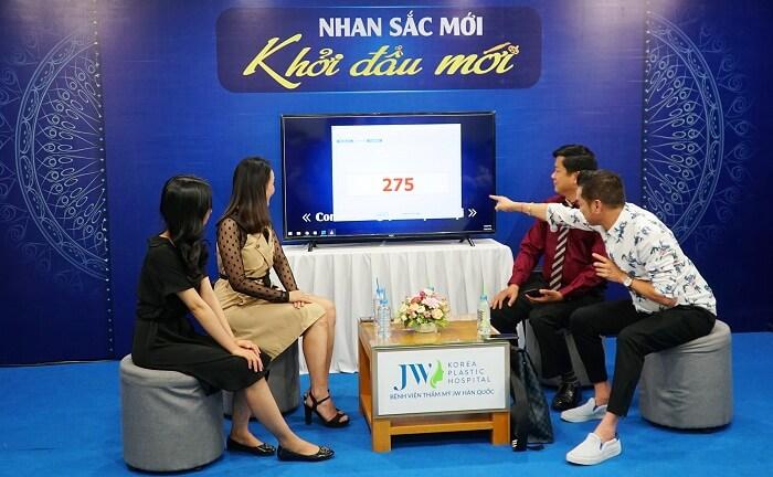 Nghệ sĩ Quang Minh hội ngộ cùng TS.BS Nguyễn Phan Tú Dung sau 4 năm