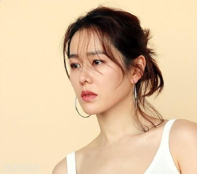 Học chị đẹp Son Ye Jin cách chăm sóc da không tì vết-hình 4