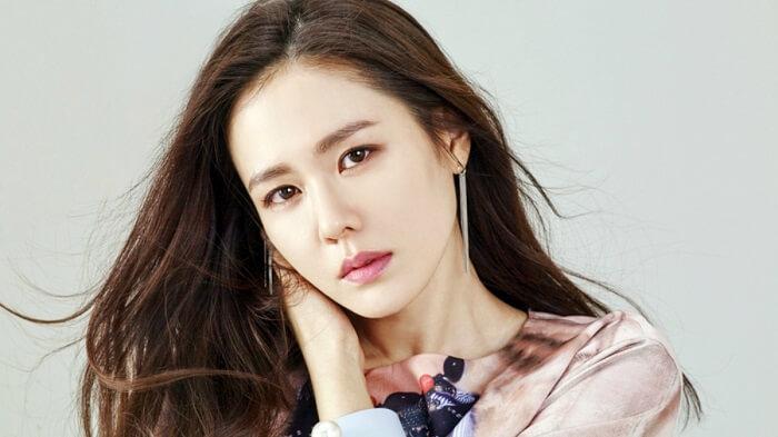 Học chị đẹp Son Ye Jin cách chăm sóc da không tì vết-hình 1