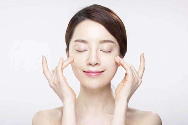 Trẻ hóa da mặt bằng tế bào gốc-hình 1
