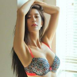 Có nên nâng ngực nội soi qua đường nách không?