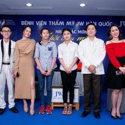 Phạm Quỳnh Anh tặng 100 triệu cho hai thí sinh khiếm khuyết