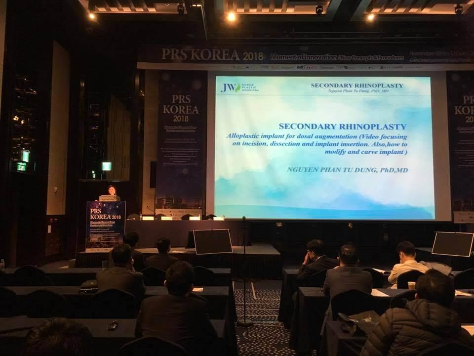 Bác sĩ Tú Dung báo cáo chuyên đề về tái phẫu thuật mũi tại hội nghị