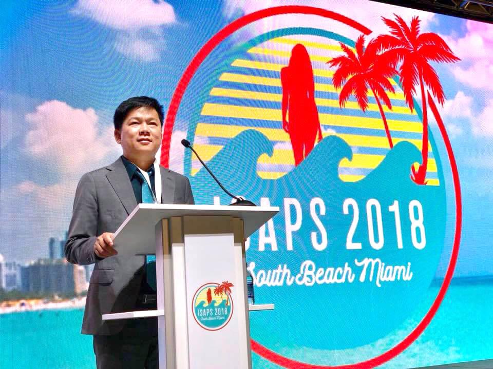 Bác sĩ Tú Dung báo cáo tại đại hộiIsaps Miami 2018