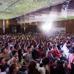 """Hàng ngàn khách hàng """"đổ về"""" Đại hội Tỏa sáng cùng Sao 2018"""
