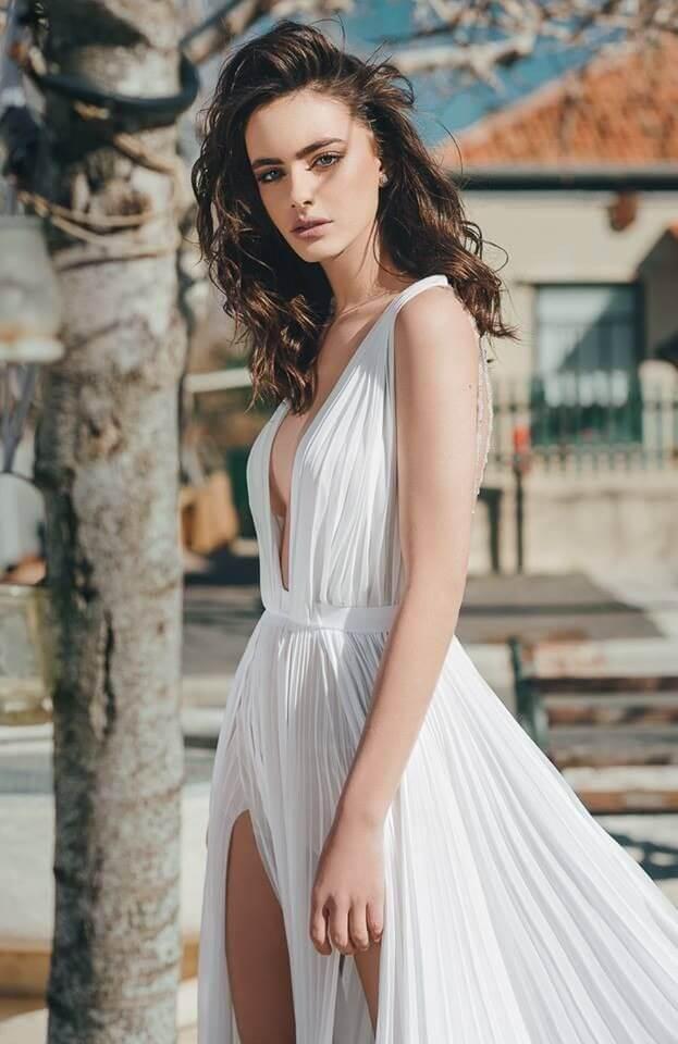 Top 10 gương mặt đẹp nhất thế giới 2018 - Yael Shelbia