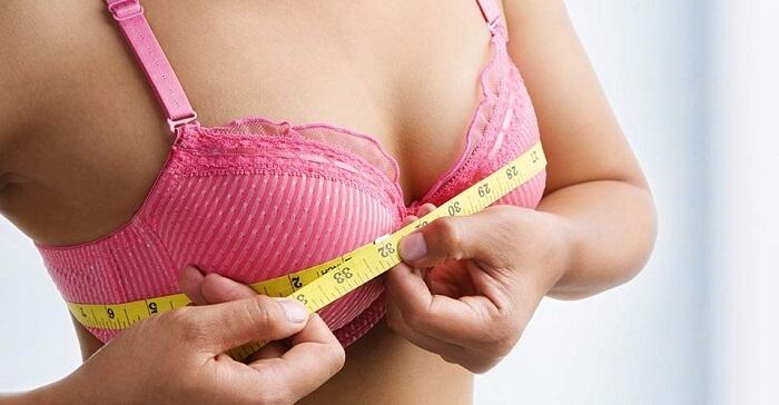 Chọn size áo ngực phù hợp cũng là yếu tố bảo vệ vòng một.