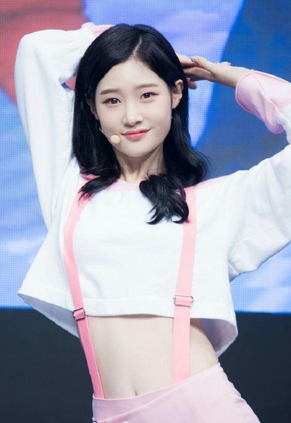Top sao nữ sở hữu vòng eo nhỏ nhất Kpop - CHAEYEON