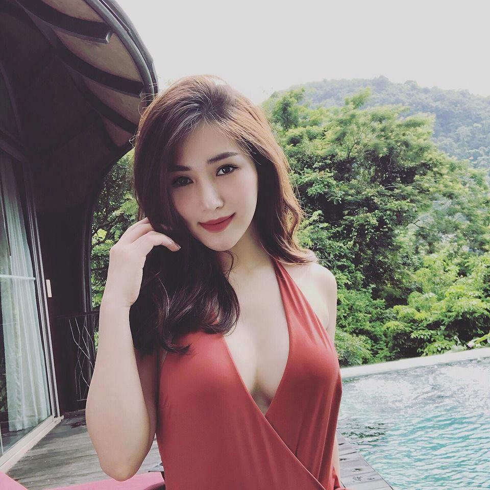 Hương Tràm - sao việt có vòng 1 đẹp nhất