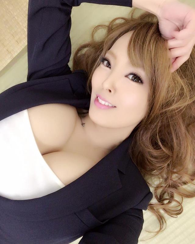 Vòng 1 đẹp nhất Nhật Bản - Hitomi Tanaka