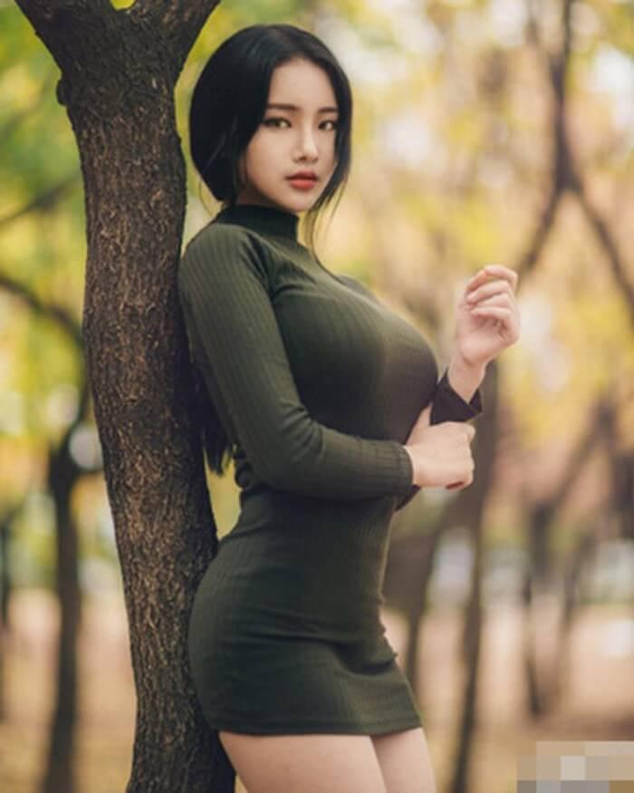 Yu Han tự nhận mình là người đẹp có vòng 1 tự nhiên khủng nhất châu Á vào lúc này