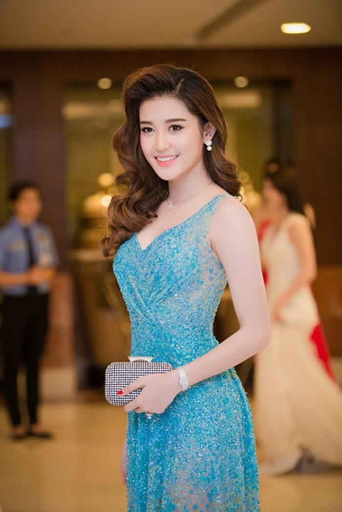 Top 10 mỹ nhân có vòng eo nhỏ nhất Việt Nam - Á hậu Huyền My