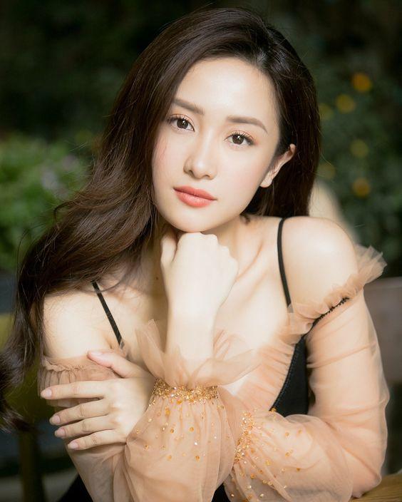 My nhan tuoi hoi co than hinh nong bong - Hot girl Jun Vũ