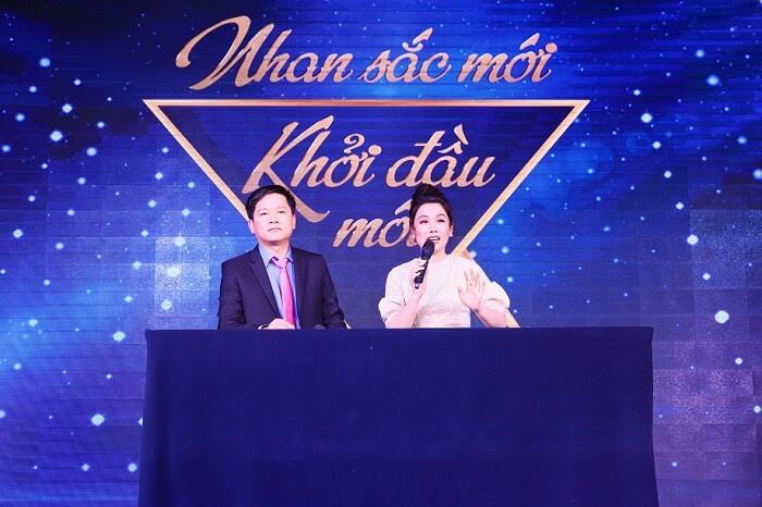 """TS.BS Nguyễn Phan Tú Dung cùng MC Anh Thơ - 2 nhân vật không thể thiếu trong suốt 52 tập phát sóng của chương trình """"Nhan sắc mới – Khởi đầu mới"""""""