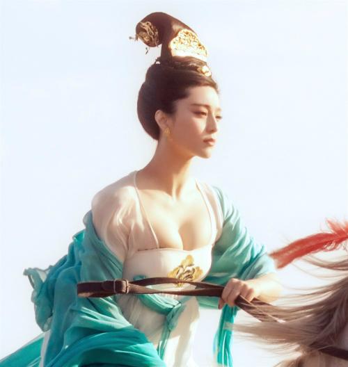 Mỹ nhân có vòng 1 đẹp nhất Trung Quốc - Phạm Băng Băng