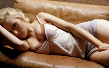 Top 10 diễn viên Hollywood có ngực khủng nhất