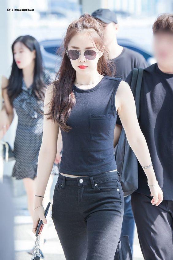 Top sao nữ sở hữu vòng eo nhỏ nhất Kpop - SON NAEUN (APINK)