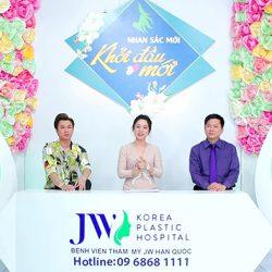 Ca sĩ Hồ Việt Trung hứng thú với xu hướng gọt mặt V Line an toàn