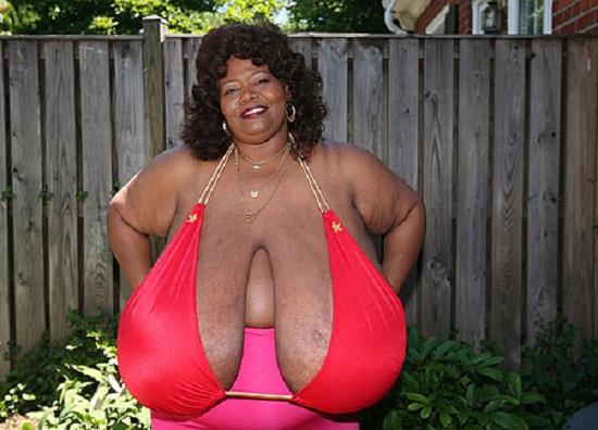 Những cô gái có bộ ngực to nhất thế giới